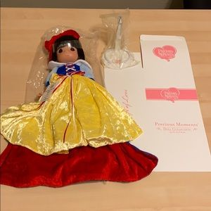 SNOW WHITE PRECIOUS MOMENTS LE 25 D23 SIGNED DOLL